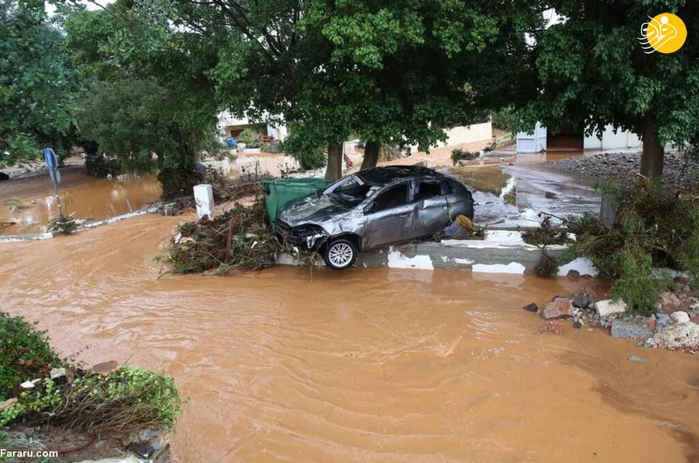40013 - سیل در یونان خودروها را به دریا انداخت+ عکس