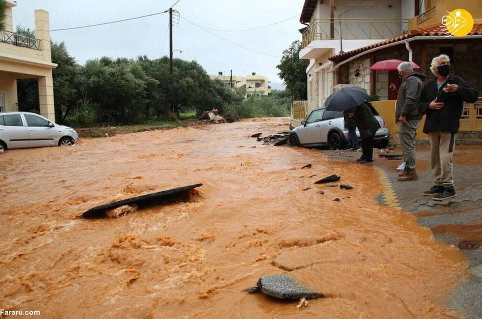 40015 - سیل در یونان خودروها را به دریا انداخت+ عکس