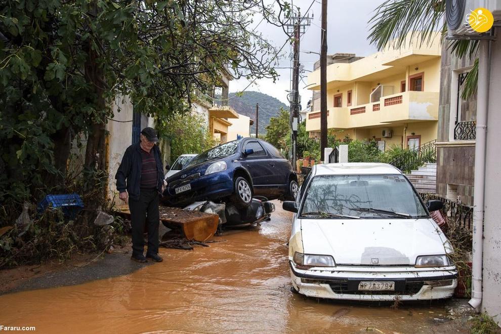 40017 - سیل در یونان خودروها را به دریا انداخت+ عکس