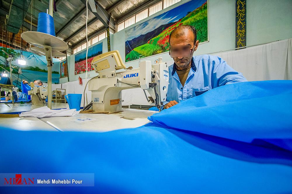 57293486 - تولید لباس بیمارستانی توسط زندانیان مازندران+ عکس
