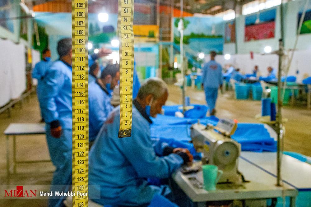 85923847 - تولید لباس بیمارستانی توسط زندانیان مازندران+ عکس