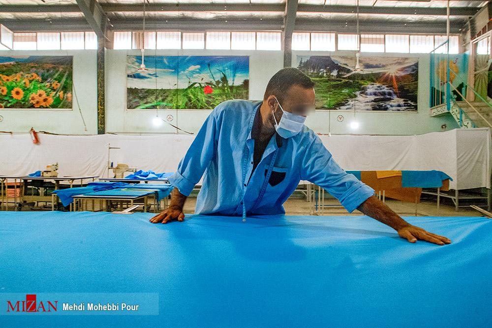 92357829846 - تولید لباس بیمارستانی توسط زندانیان مازندران+ عکس