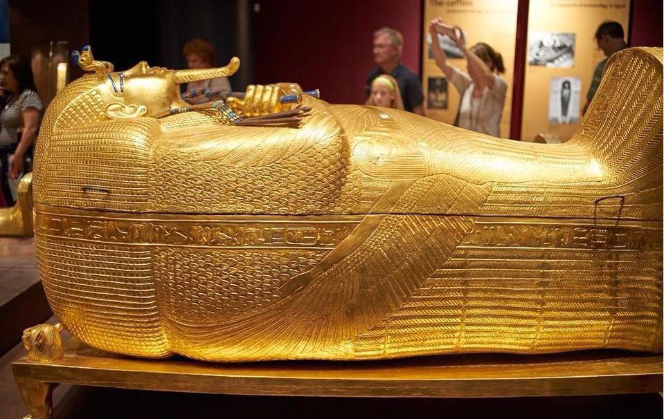 2020 12 02%20222 - تابوت طلای توتان خامون مصر با قدمت ۳۳۰۰ سال + عکس