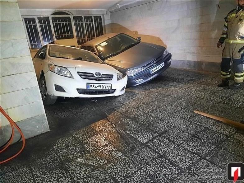 پارکینگی در تهران سواری پژو پرشیا و تویوتا را بلعید + عکس