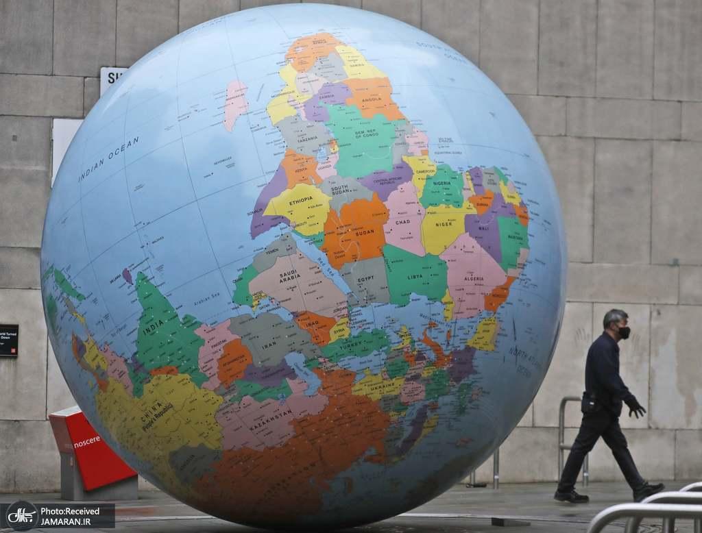 76b54b31 3b62 4b6c 9069 7b97ded6c727 - مجسمه غول پیکر کره ای زمین در لندن + عکس