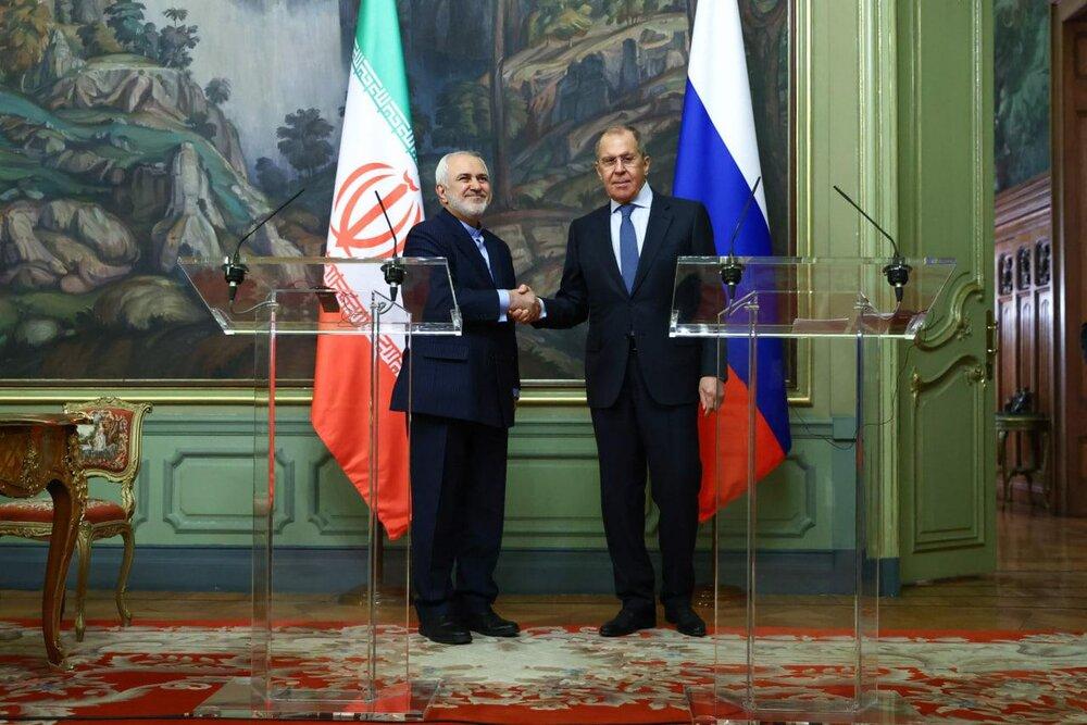 امضاء موافقتنامه همکاری توسط ظریف و همتای روس + عکس