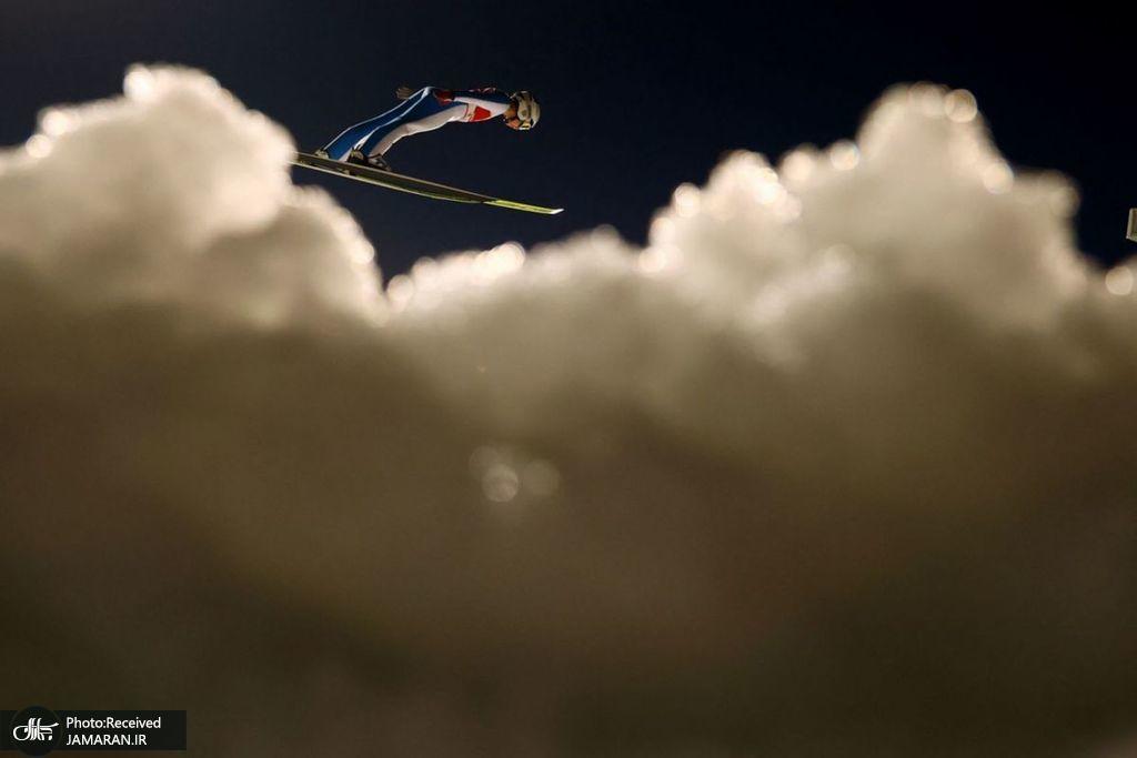 پرش اسکی باز در میان ابرها + عکس