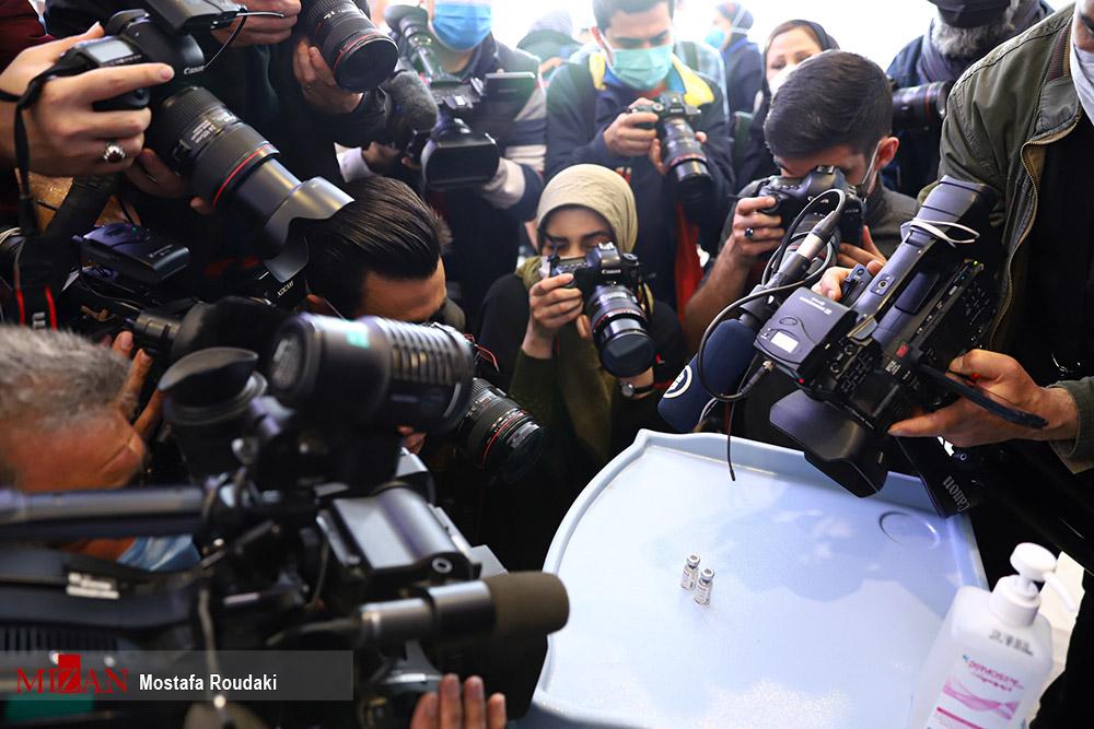 """ثبت لحظه رونمایی از فاز دو - سه واکسن """"کوو ایران برکت"""" + عکس"""