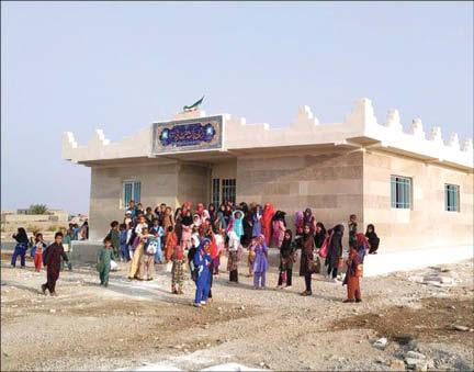 ساخت ۳ مدرسه با فروش کاغذ باطله + عکس
