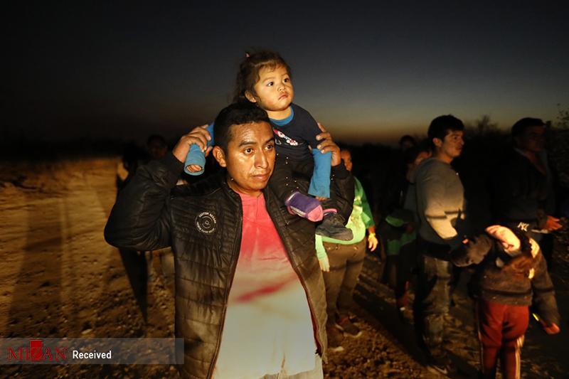 عبور مهاجران از ریوگراند به ایالت متحده آمریکا + عکس