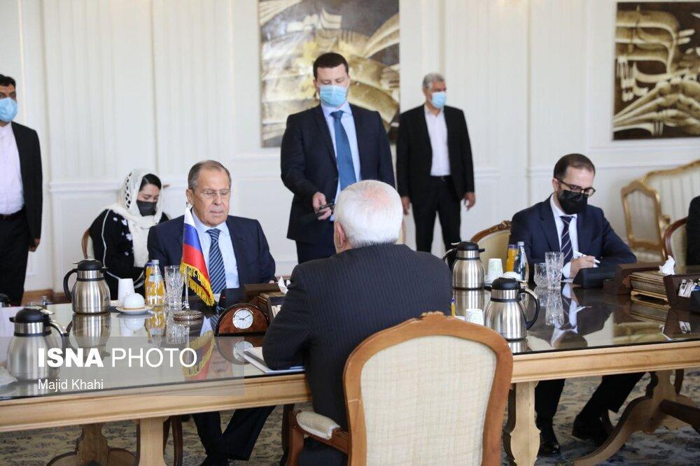 خوش و بش کرونایی ظریف با وزیر خارجه روسیه + عکس