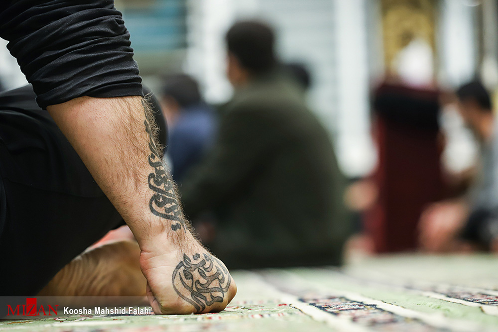 شب قدر و راز و نیاز با معبود در زندان اوین + عکس