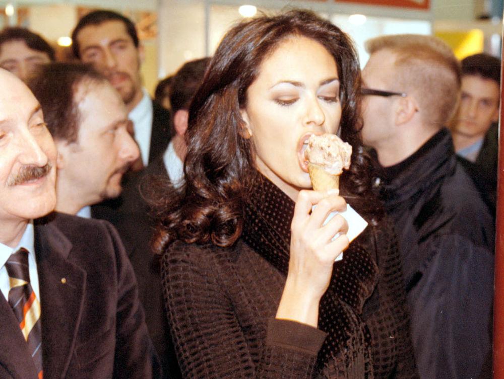 «جشن بستنی» با حضور سیاستمداران و ستارگان + عکس