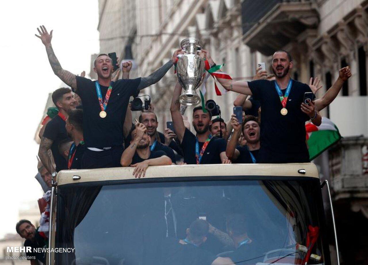 استقبال از بازیکنان ایتالیا در رم + عکس