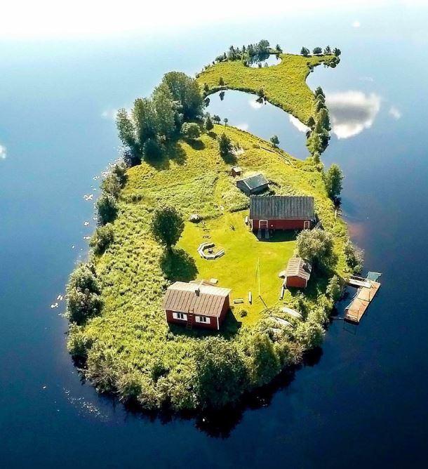 جزیره ایی کوچک در شهر رووانیمی فنلاند + عکس