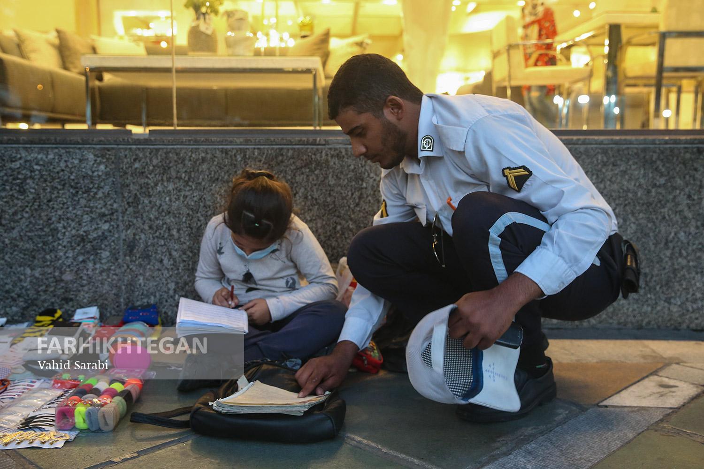 اقدام زیبای سرباز راهور در میدان ونکِ تهران + عکس